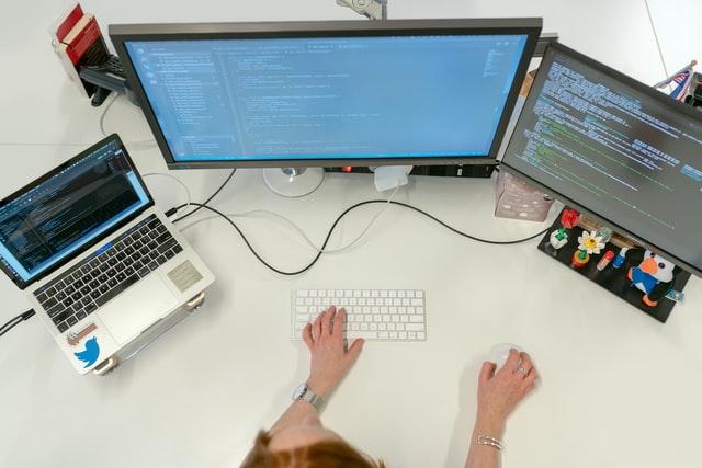 AI開発で使われるプログラミング言語